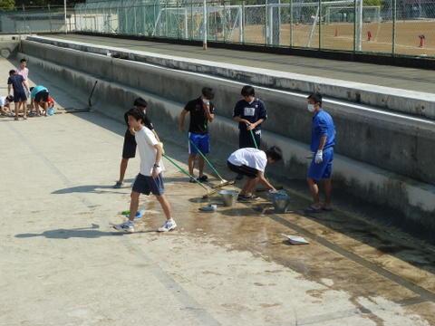 プール掃除2
