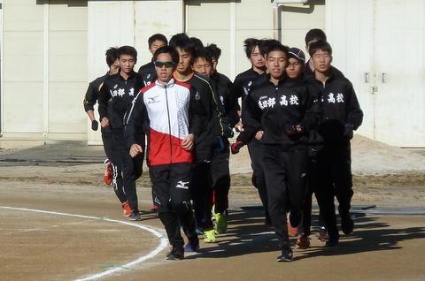 青木選手来校2